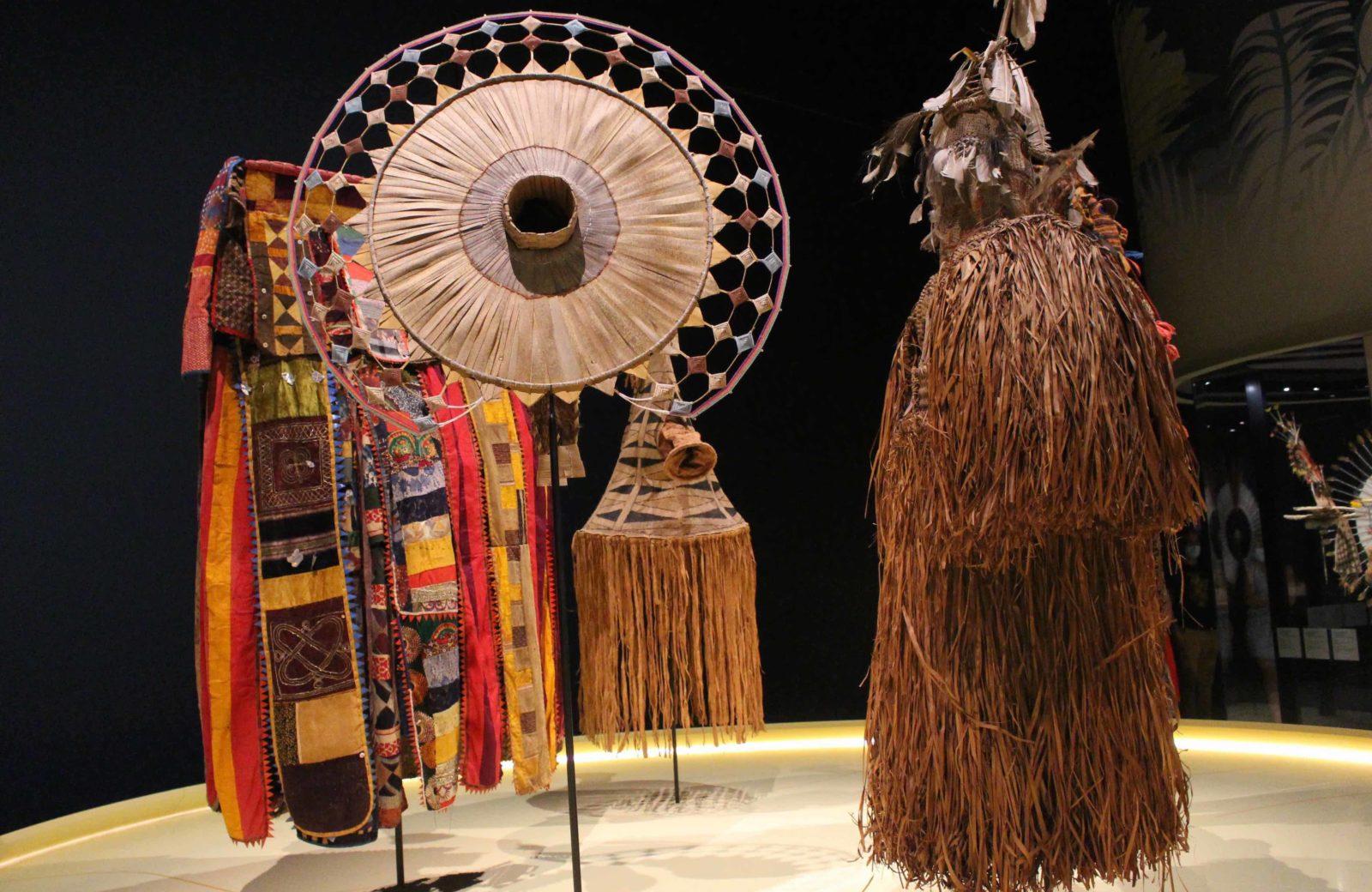 Masque rond Lukuta. Musée des Confluences Lyon