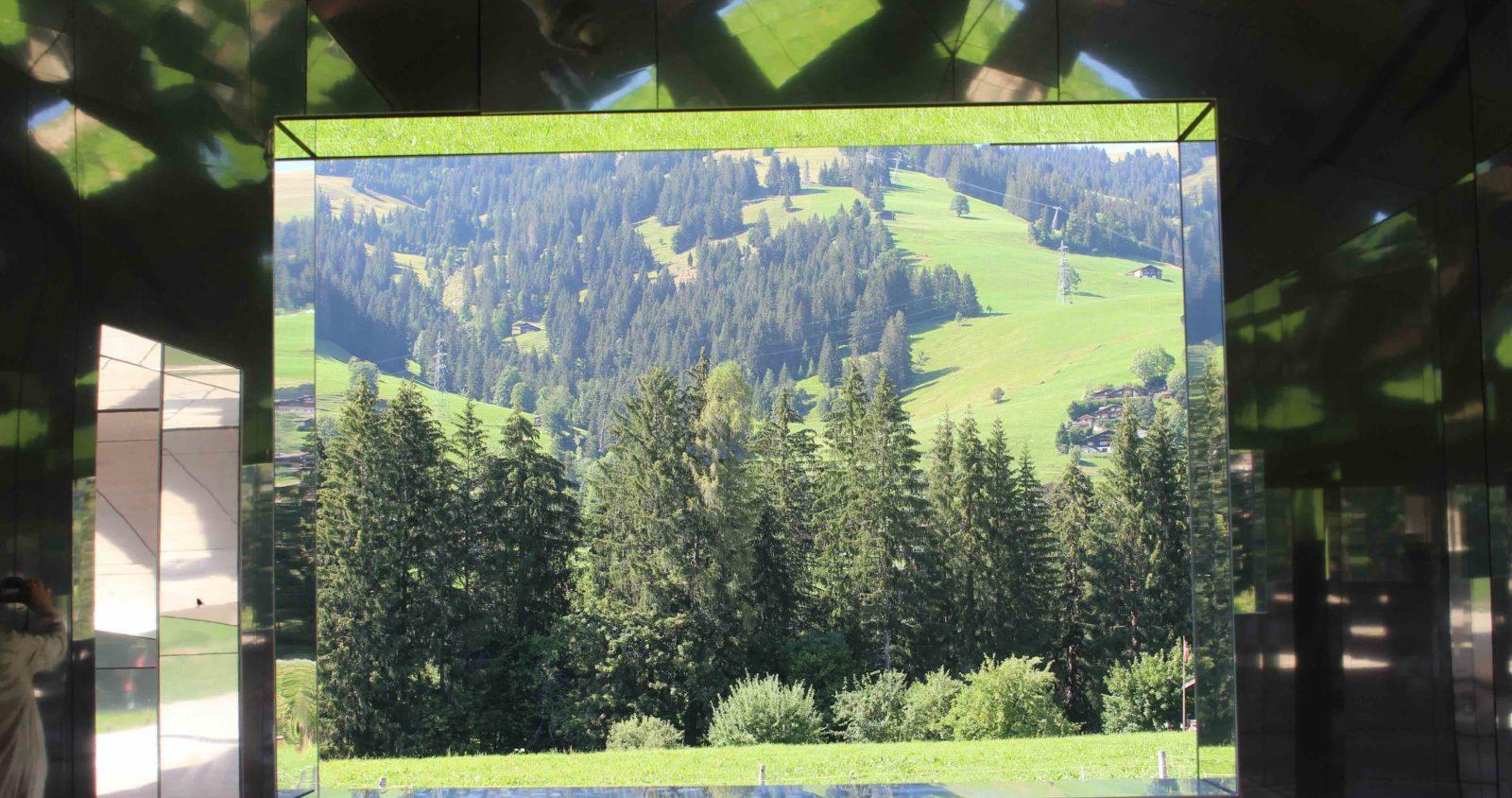 Mirage Gstaad Intérieur vue sur la montagne été