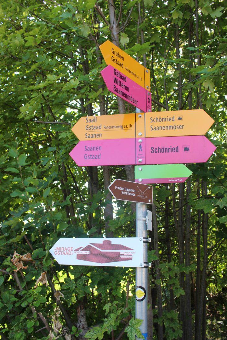 Panneaux de signalisation à Schönried