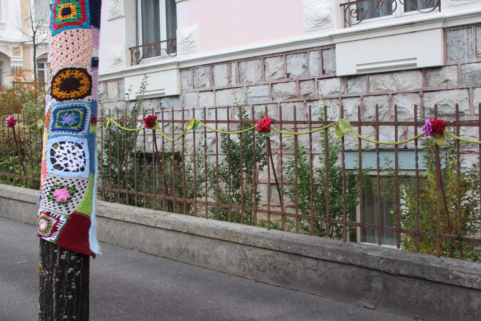 Tricot Graffiti Lausanne 2020 grille fleurie