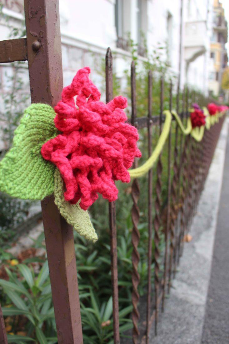 Tricot Graffiti Lausanne 2020 fleur rouge