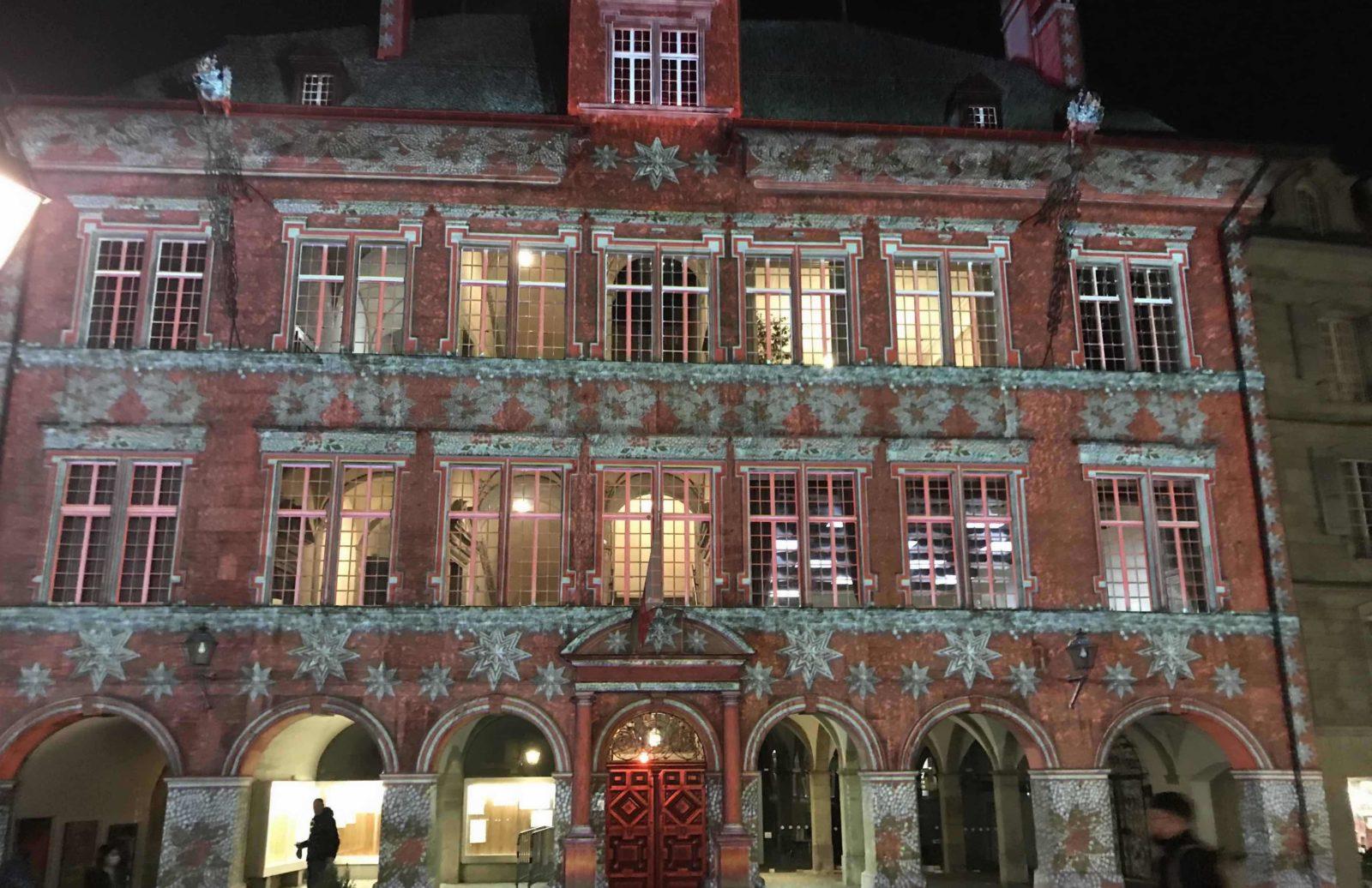 Lausanne Hôtel de ville Illumination en rouge