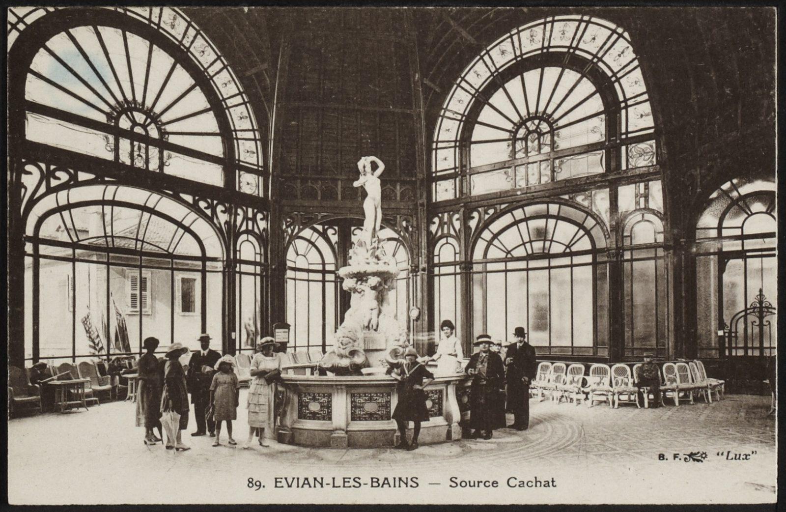 Evian photo ancienne intérieur de la Buvette Cachat