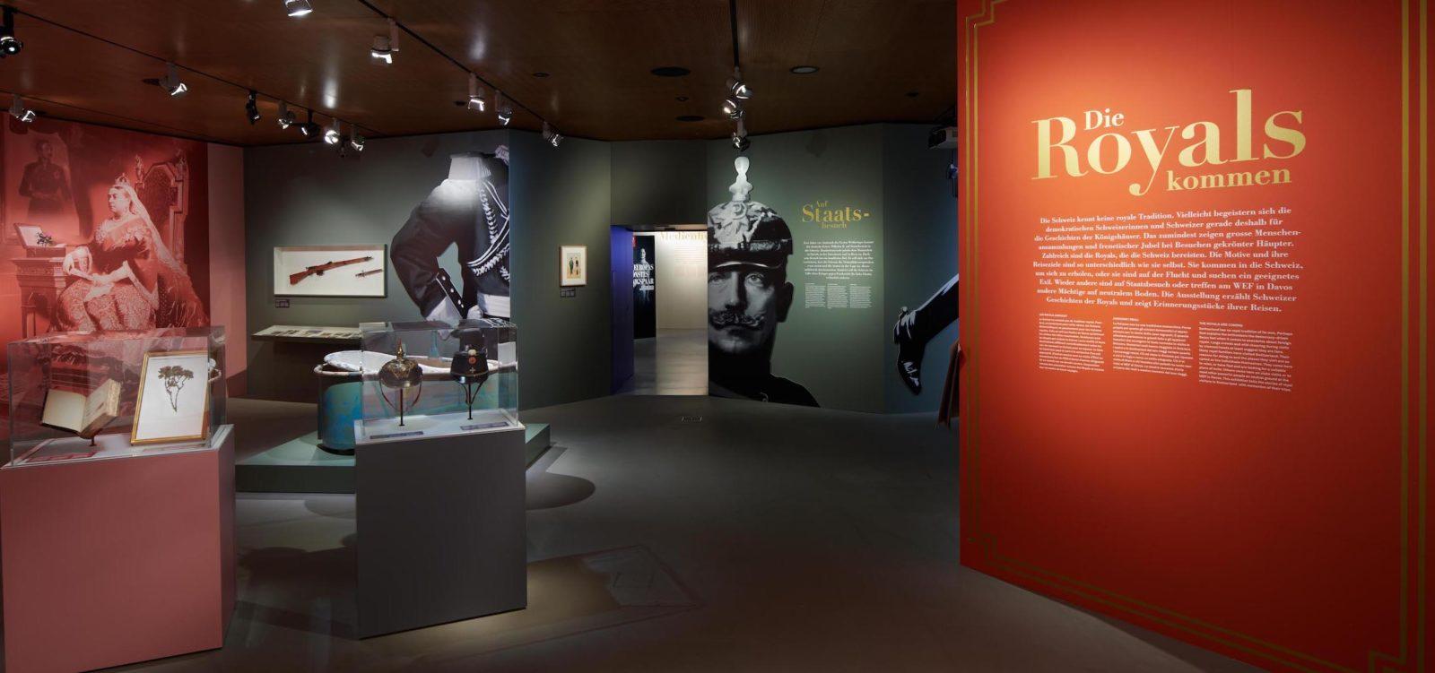 Vue de l'exposition Les Royals arrivent- Schwyz