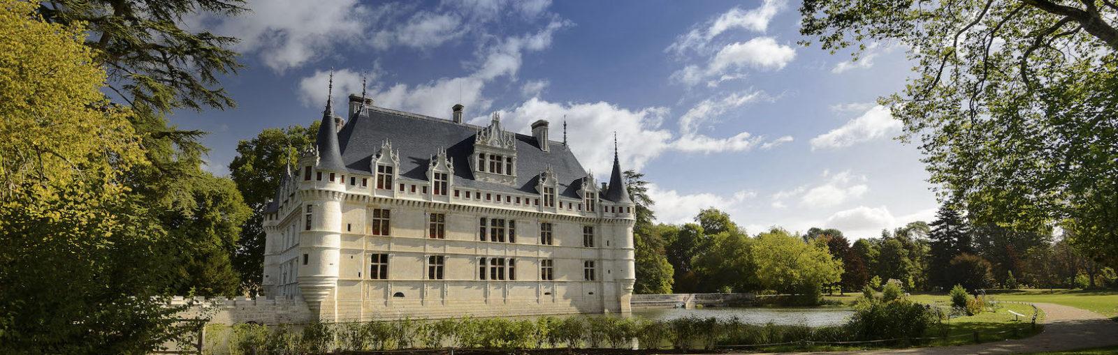 Château d'Azay-le-Rideau, façade sud vue depuis le parc