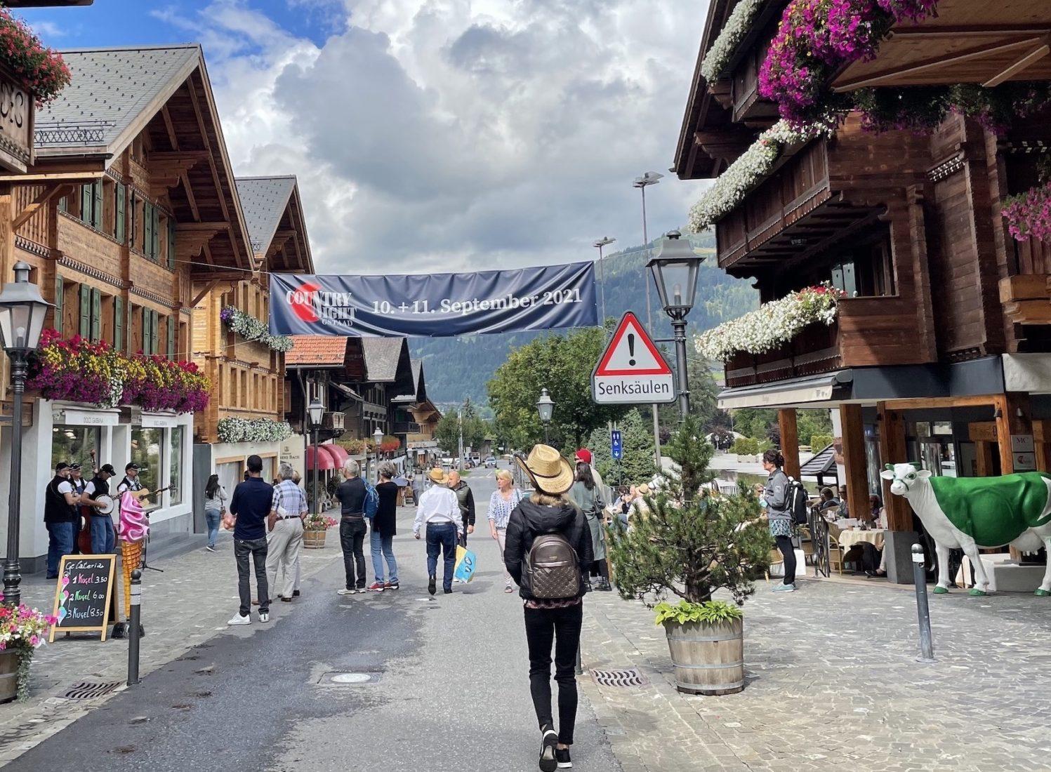 Country Night Gstaad 2021 - Promenade en ville