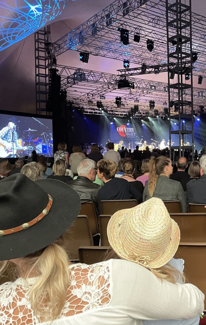 Country Night Gstaad 2021 - spectateurs mère-enfant